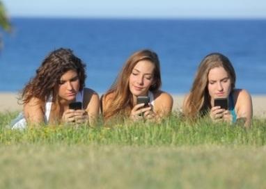 teenagers-technology-smart-phones